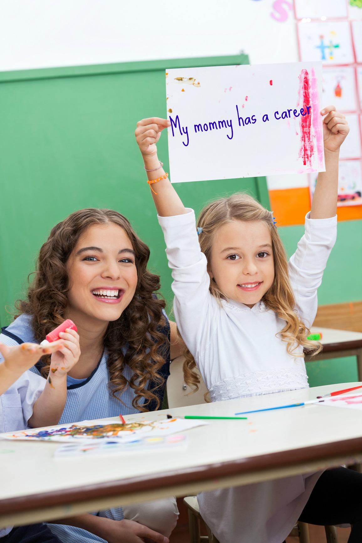 С учителем на столе 19 фотография