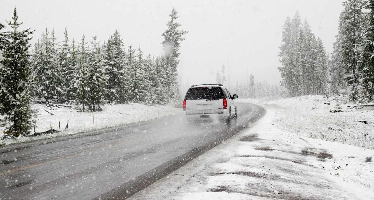 Heading out of town for the holidays? Be prepared for emergencies with these holiday travel safety tips (includes 35 must-have items for your survival kit).