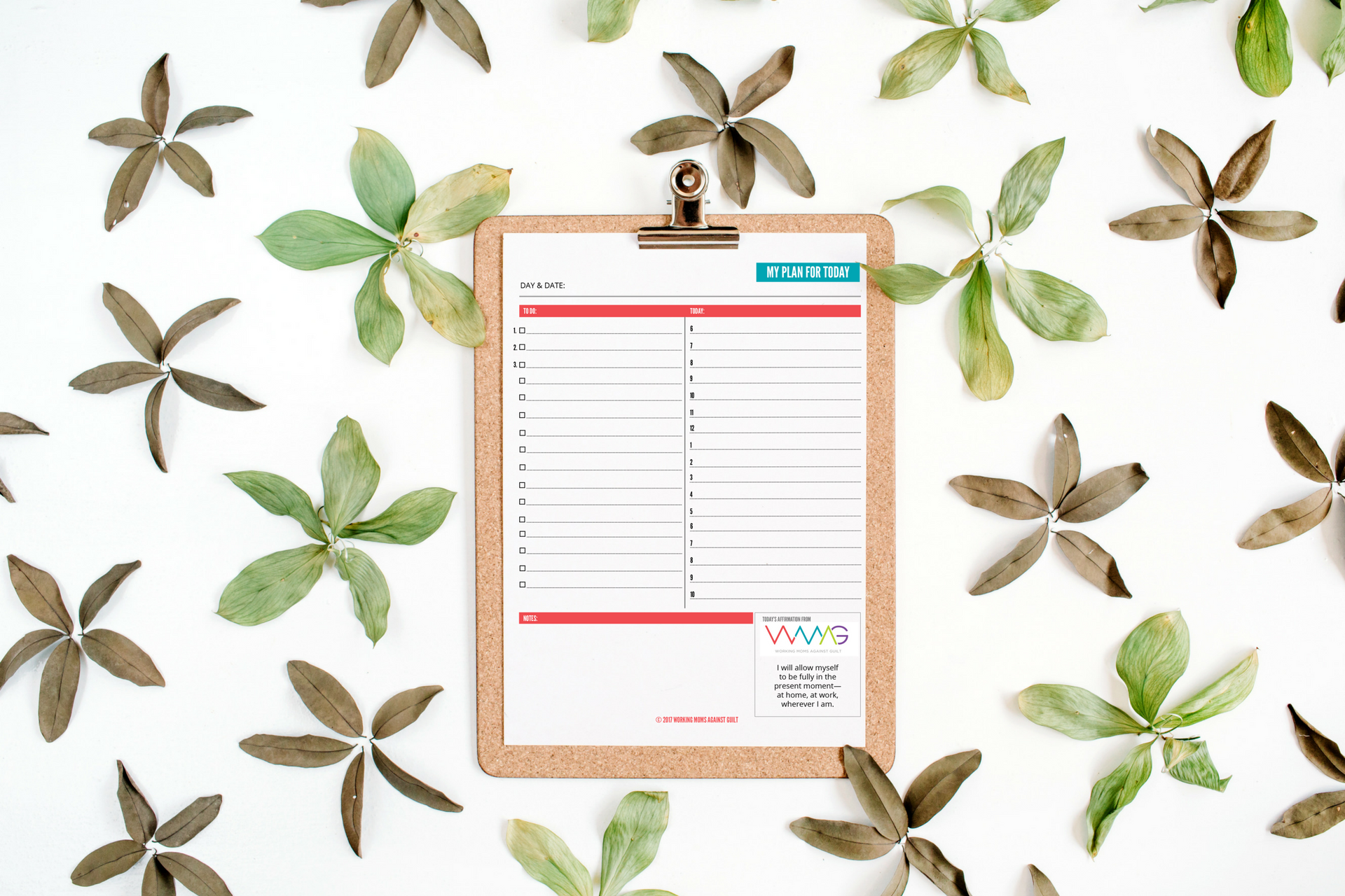 Enough jumping between calendars and apps on your phone and laptop! Try this super-simple, inspirational Daily Planner for Working Moms (free printable).