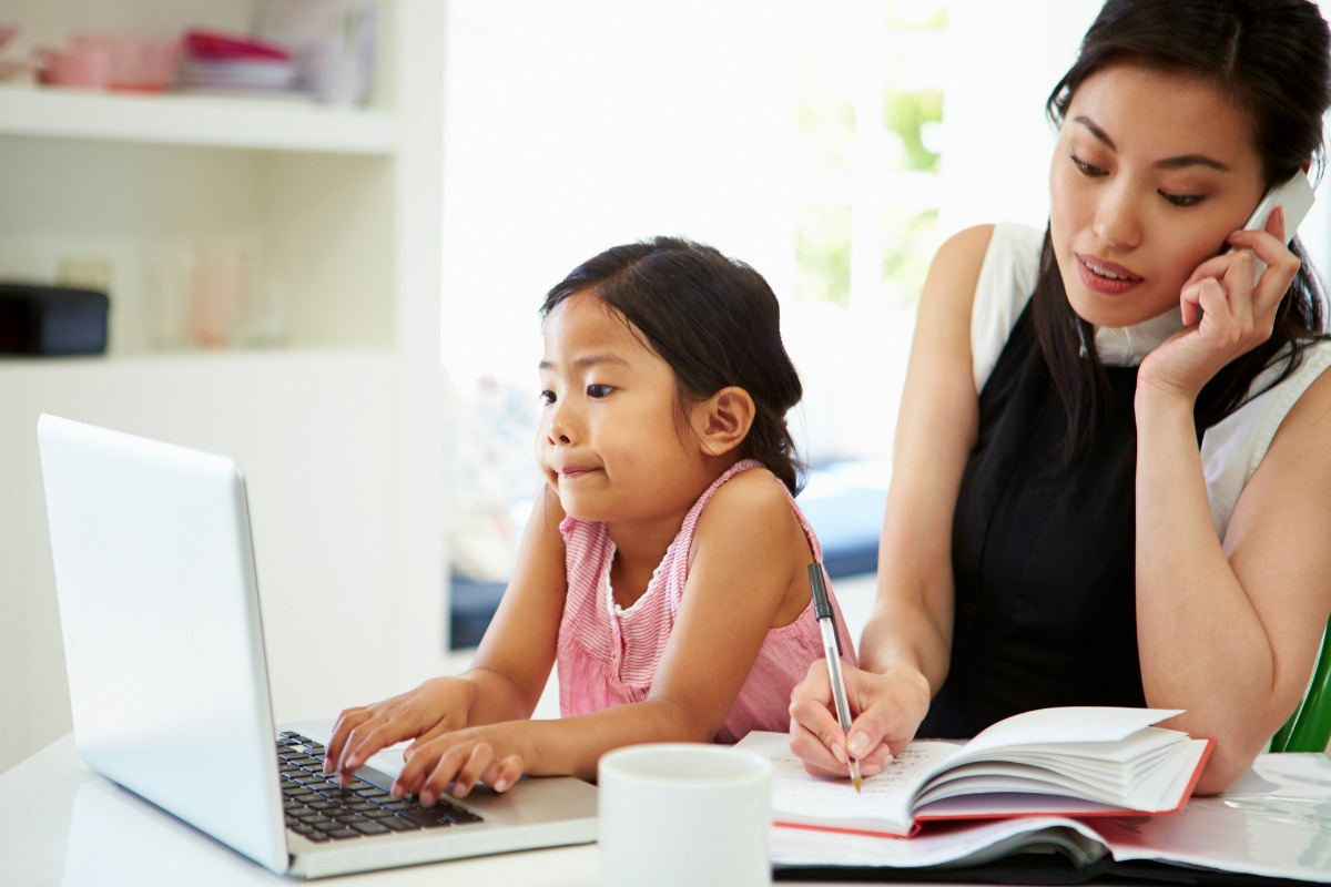 Moms with full-time jobs might dream about going part-time or working from home. But what are the real benefits of a flexible work schedule? Find out here.