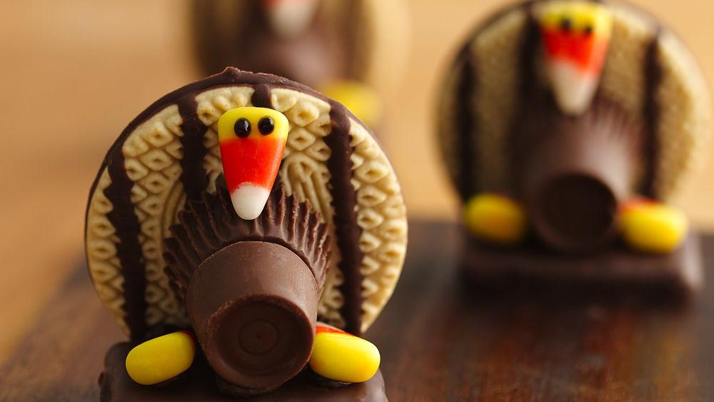 When holiday decorations and dessert go hand-in-hand, you know you're onto something special. These decorative no-bake turkey cookies can double as the kids' table centerpieces.