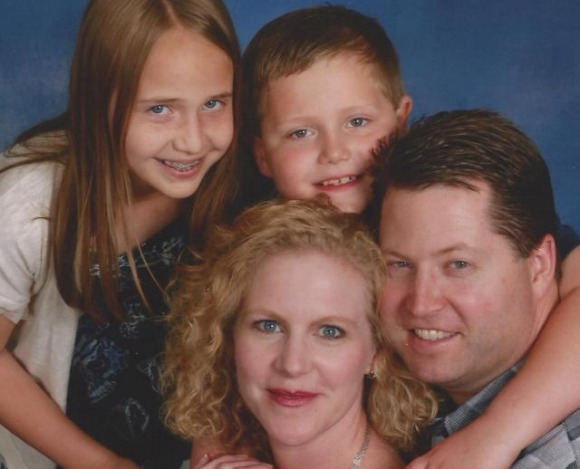 Working mom on furlough with her family.