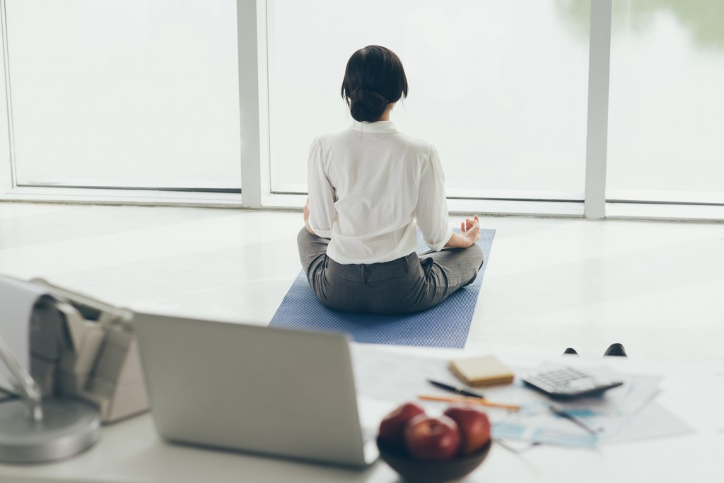 Get Fit While You Work: Desk Exercises for Busy Working Moms