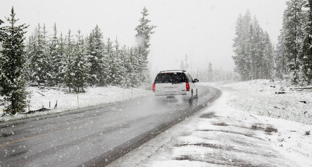 Holiday Travel Safety Tips: The Ultimate Winter Emergency Kit